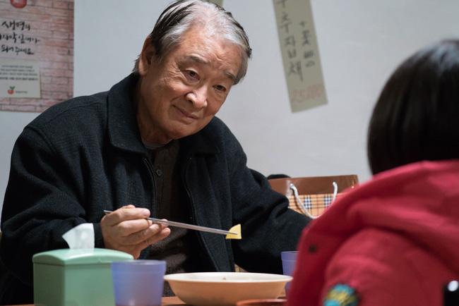 Ông nội quốc dân Lee Soon Jae: Từ tin đồn mê tín dị đoan truyền bá tà giáo cho tới việc bị tố ngược đãi người làm - Ảnh 2.