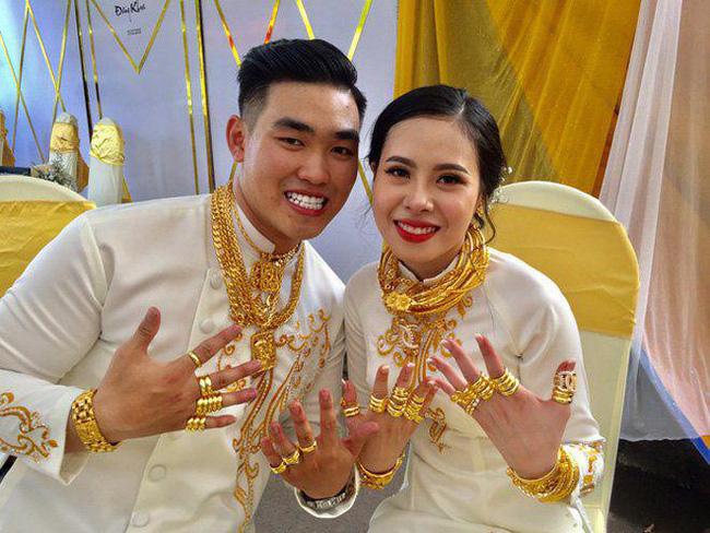 Cô dâu Sóc Trăng khiến MXH choáng ngợp, đếm số vàng trên người cô dâu cũng đủ hoa mắt chứ chưa nói đến chú rể - Ảnh 5.