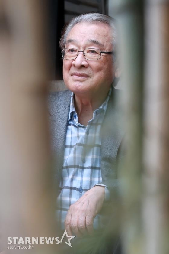 Ông nội quốc dân Lee Soon Jae: Từ tin đồn mê tín dị đoan truyền bá tà giáo cho tới việc bị tố ngược đãi người làm - Ảnh 9.