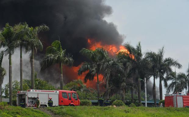 Thông tin chính thức vụ cháy dữ dội ở Long Biên