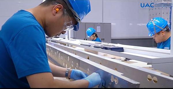 Đà Nẵng: Nhà máy sản xuất linh kiện hàng không vũ trụ giao lô hàng mẫu đầu tiên cho đối tác quốc tế - Ảnh 2.