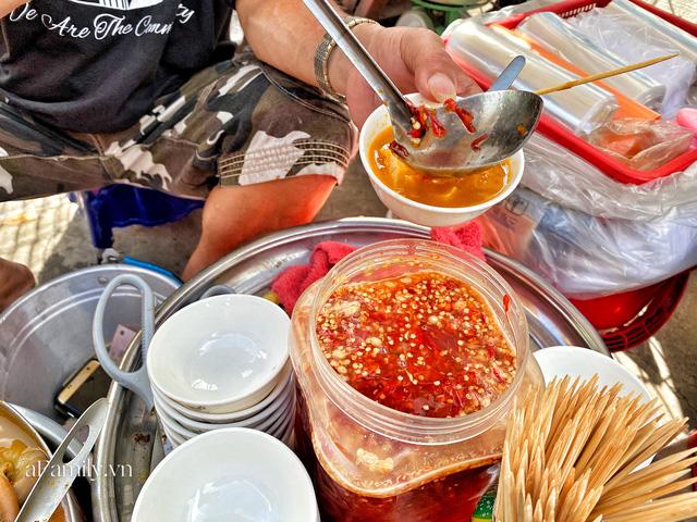 Hàng phá lấu 30 năm nổi tiếng đắt nhất Sài Gòn ở khu chợ Lớn nay đã vượt mốc hơn nửa triệu/kg, vẫn độc quyền mùi vị và khách tứ phương đều tìm tới ăn - Ảnh 10.