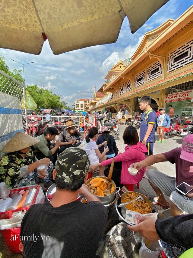 Hàng phá lấu 30 năm nổi tiếng đắt nhất Sài Gòn ở khu chợ Lớn nay đã vượt mốc hơn nửa triệu/kg, vẫn độc quyền mùi vị và khách tứ phương đều tìm tới ăn - Ảnh 12.