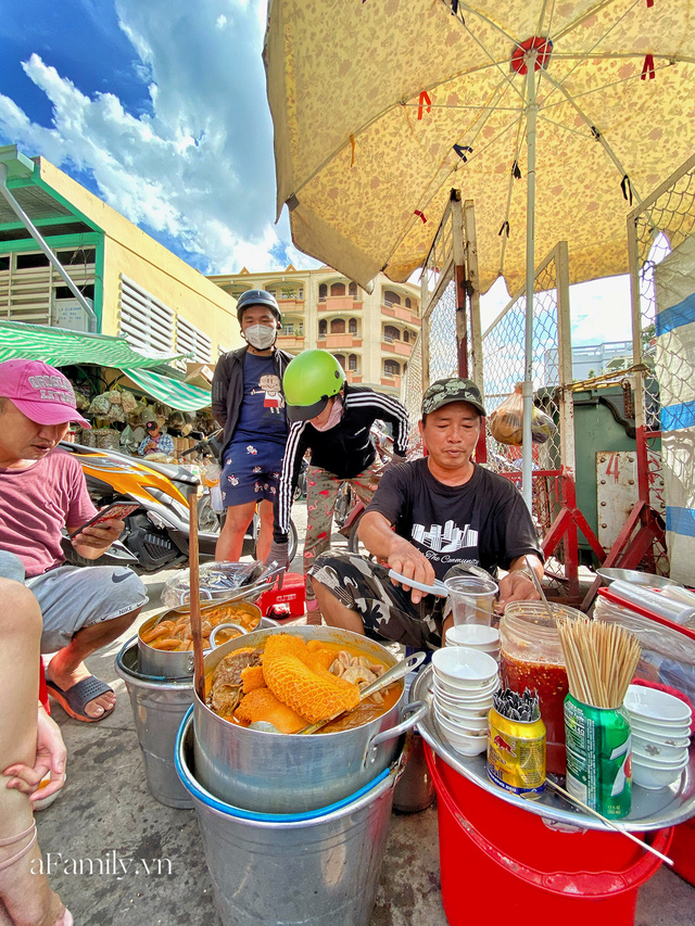 Hàng phá lấu 30 năm nổi tiếng đắt nhất Sài Gòn ở khu chợ Lớn nay đã vượt mốc hơn nửa triệu/kg, vẫn độc quyền mùi vị và khách tứ phương đều tìm tới ăn - Ảnh 13.