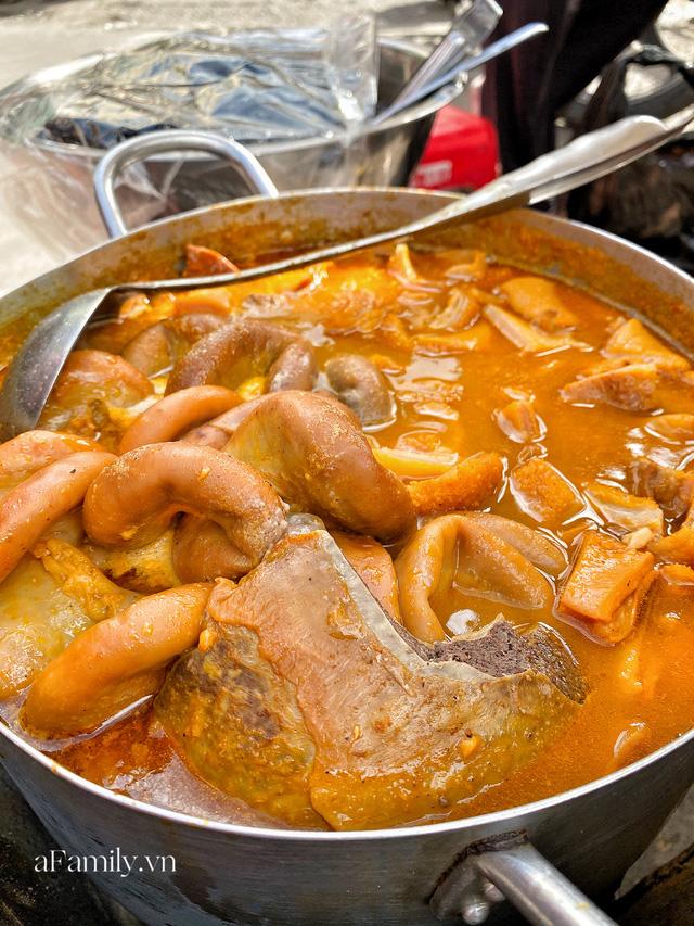 Hàng phá lấu 30 năm nổi tiếng đắt nhất Sài Gòn ở khu chợ Lớn nay đã vượt mốc hơn nửa triệu/kg, vẫn độc quyền mùi vị và khách tứ phương đều tìm tới ăn - Ảnh 14.