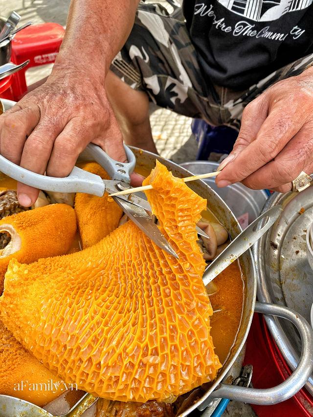 Hàng phá lấu 30 năm nổi tiếng đắt nhất Sài Gòn ở khu chợ Lớn nay đã vượt mốc hơn nửa triệu/kg, vẫn độc quyền mùi vị và khách tứ phương đều tìm tới ăn - Ảnh 15.