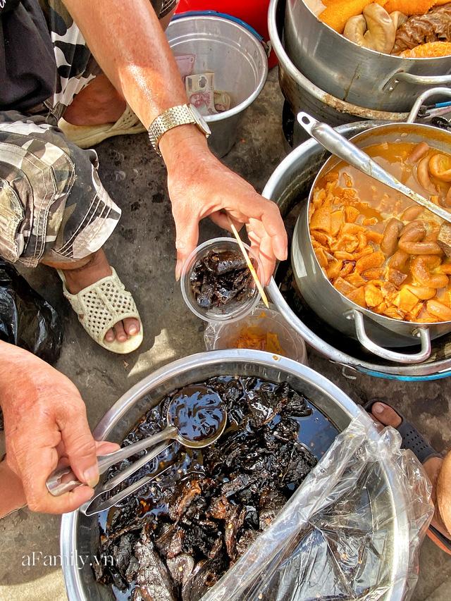 Hàng phá lấu 30 năm nổi tiếng đắt nhất Sài Gòn ở khu chợ Lớn nay đã vượt mốc hơn nửa triệu/kg, vẫn độc quyền mùi vị và khách tứ phương đều tìm tới ăn - Ảnh 17.