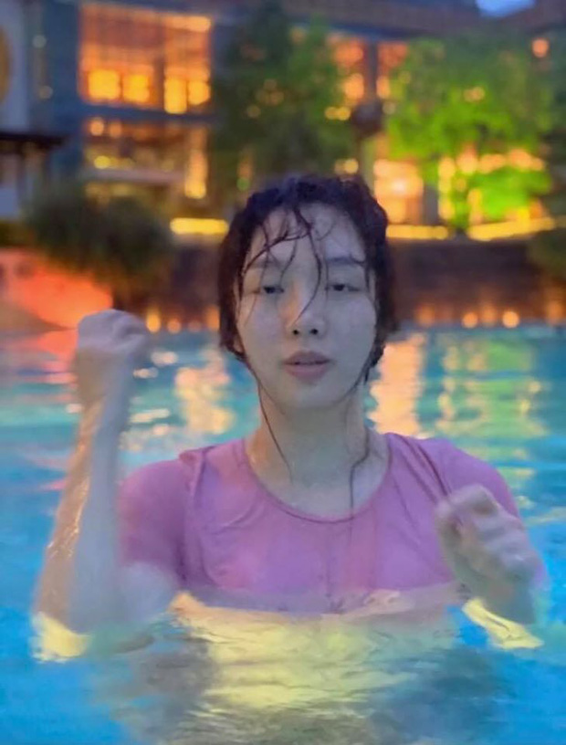 """Nhờ bạn thân chụp cho bộ hình quyến rũ ở hồ bơi, cô nàng nhận về loạt ảnh """"biến dạng"""" đến tức tưởi! - Ảnh 4."""