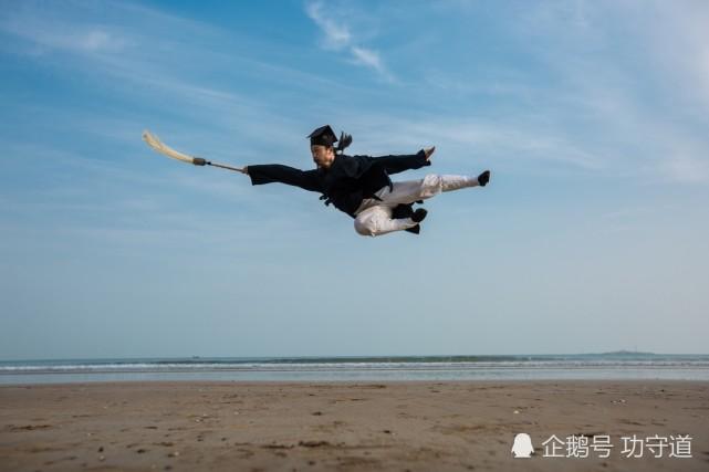 """Báo Trung Quốc: """"Chưởng môn Võ Đang giống như người từ trên trời rơi xuống!"""" - Ảnh 1."""