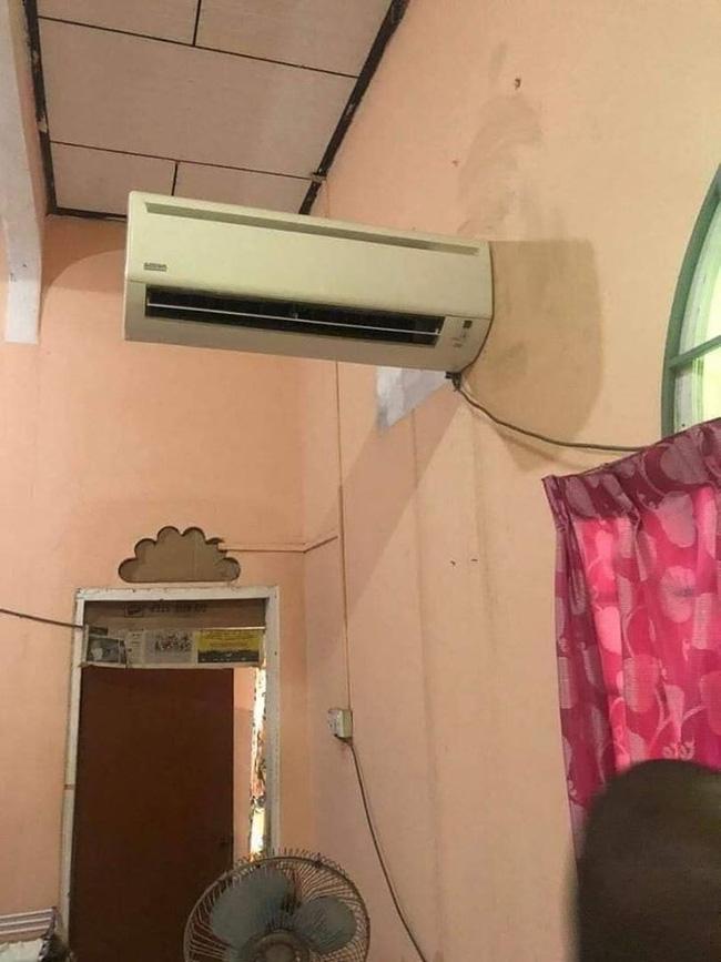 Lắp điều hòa kiểu trần đời có 1: Dàn lạnh chênh vênh trên tường chỉ trực rơi nhưng phản ứng của chủ nhà mới hài - ảnh 1