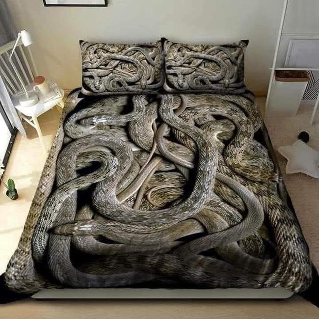 Bộ khăn trải giường thử thách mọi giấc ngủ nhất của năm với hình ảnh bầy trăn bò chật kín khiến nhiều người chỉ muốn ngất lịm cả tuần chưa tỉnh - Ảnh 1.