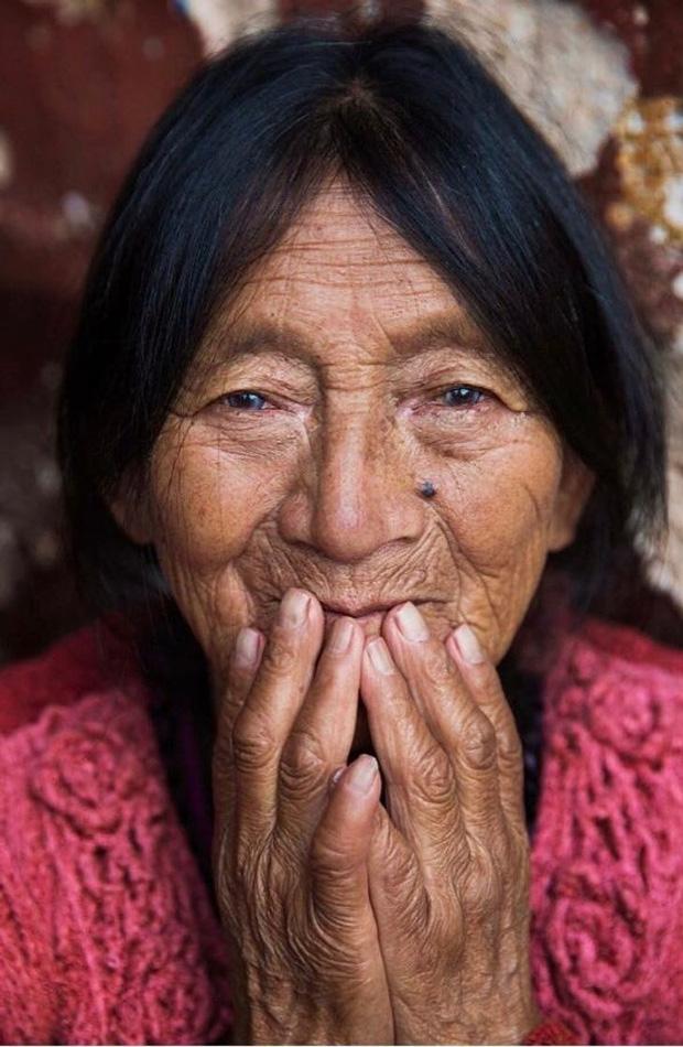 Nhiếp ảnh gia ngao du thế giới ghi lại những hình ảnh đẹp đến nức lòng của phụ nữ khắp năm châu bốn bể - Ảnh 11.