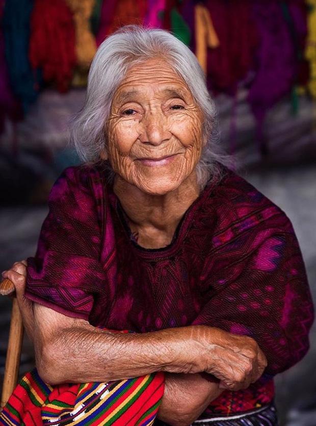 Nhiếp ảnh gia ngao du thế giới ghi lại những hình ảnh đẹp đến nức lòng của phụ nữ khắp năm châu bốn bể - Ảnh 18.