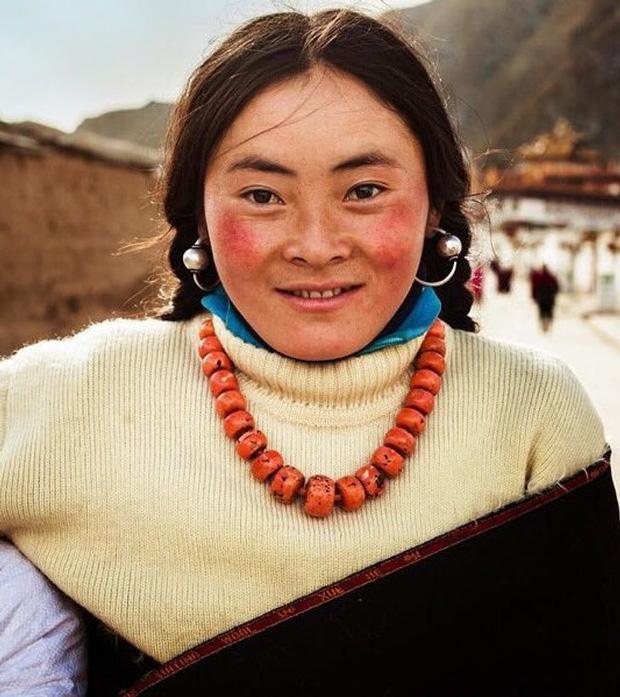 Nhiếp ảnh gia ngao du thế giới ghi lại những hình ảnh đẹp đến nức lòng của phụ nữ khắp năm châu bốn bể - Ảnh 3.