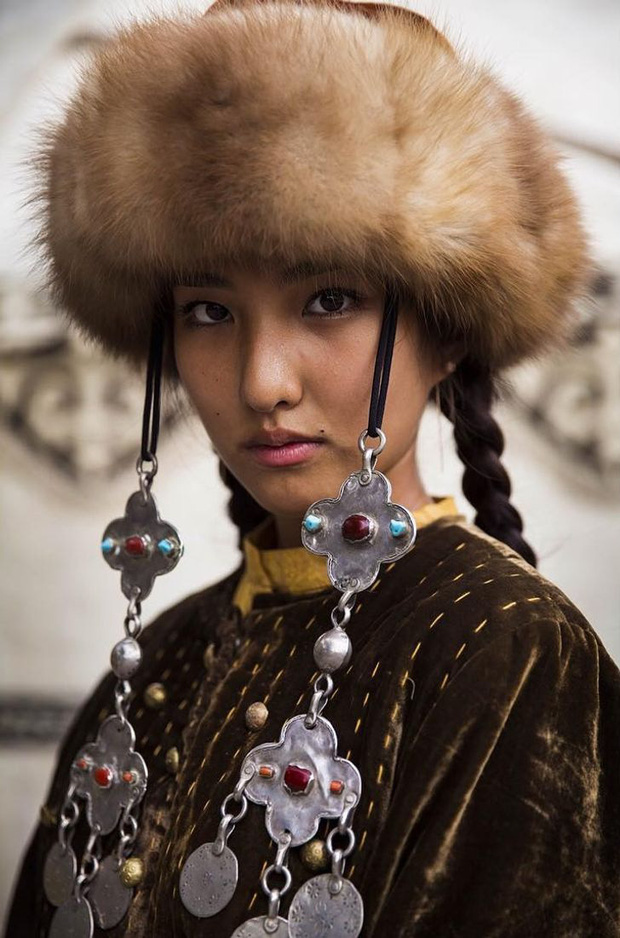 Nhiếp ảnh gia ngao du thế giới ghi lại những hình ảnh đẹp đến nức lòng của phụ nữ khắp năm châu bốn bể - Ảnh 5.