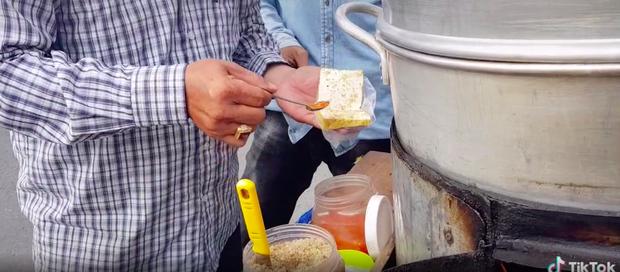 Xem TikTok mới biết nước ta có món đậu hũ hấp độc lạ đến vậy, mỗi miếng bán với giá 5k vẫn bị chê đắt - ảnh 5