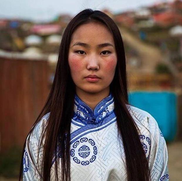 Nhiếp ảnh gia ngao du thế giới ghi lại những hình ảnh đẹp đến nức lòng của phụ nữ khắp năm châu bốn bể - Ảnh 8.