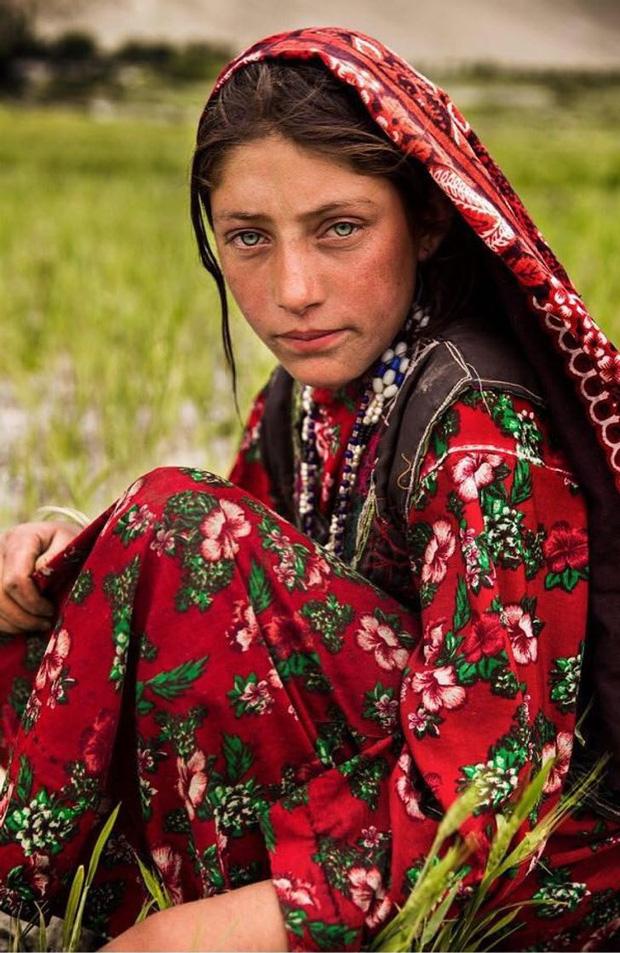 Nhiếp ảnh gia ngao du thế giới ghi lại những hình ảnh đẹp đến nức lòng của phụ nữ khắp năm châu bốn bể - Ảnh 9.