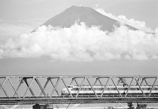 Cùng nhìn lại lịch sử hoạt động của tàu siêu tốc Shinkansen, niềm tự hào Nhật Bản với phiên bản mới nhất có thể chạy ngon ơ ngay cả khi động đất - Ảnh 2.