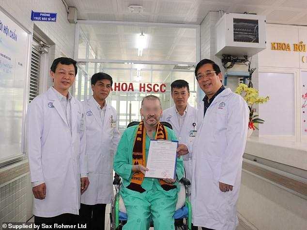 Báo quốc tế đưa tin bệnh nhân 91 xuất viện, bày tỏ ngưỡng mộ Việt Nam - Ảnh 1.