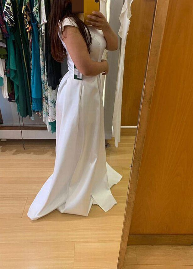 Mẹ chồng bá đạo: Tán trai trẻ trong đám cưới, còn hỏi mượn váy cưới của con dâu - Ảnh 1.