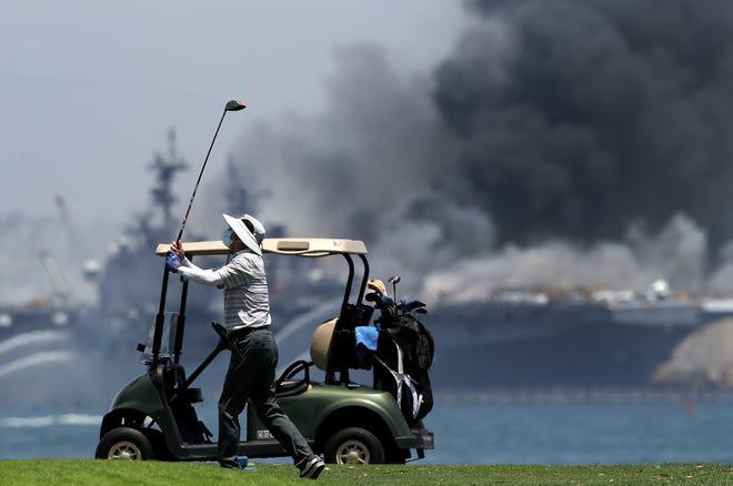 Siêu tàu đổ bộ tấn công Mỹ cháy dữ dội - Rất nguy cấp, mũi đã chúi xuống nước và lệch sang phải - Ảnh 20.