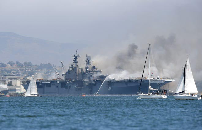 Siêu tàu đổ bộ tấn công Mỹ cháy dữ dội - Rất nguy cấp, mũi đã chúi xuống nước và lệch sang phải - Ảnh 22.