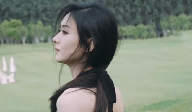 Triệu Lệ Dĩnh khiến fan đứng ngồi không yên khi khoe loạt khoảnh khắc cực phẩm - ảnh 3