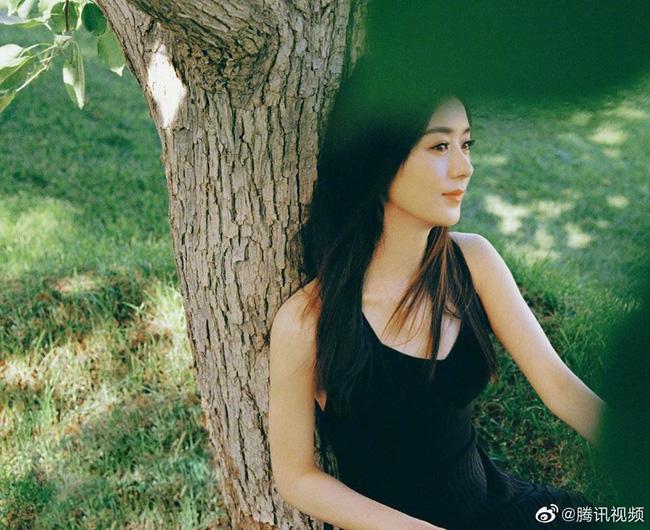 Triệu Lệ Dĩnh khiến fan đứng ngồi không yên khi khoe loạt khoảnh khắc cực phẩm - ảnh 8
