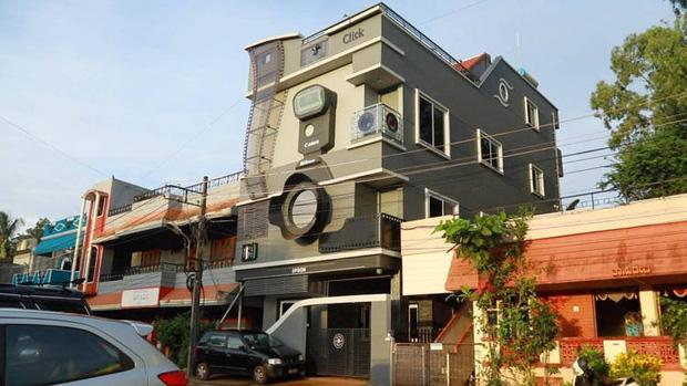 Bác phó nháy sống trong biệt thự hình máy ảnh cùng 3 người con Canon, Nikon và Epson - Ảnh 1.