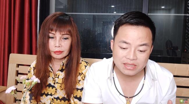 Cô dâu 63 tuổi ở Cao Bằng chính thức tháo băng sau 20 ngày phẫu thuật, khuôn mặt khiến ai nhìn cũng không thốt nên lời - Ảnh 3.