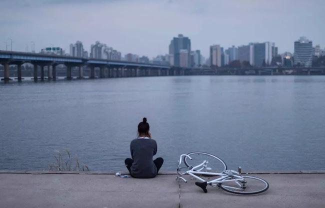 Cuộc sống một mình nhưng tinh tế: Khái niệm sống của phụ nữ Hàn để thoát khỏi sự ám ảnh Địa ngục Joseon và những tiềm tàng hiểm nguy khi về già - Ảnh 4.