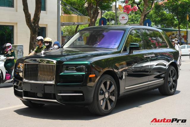 Rolls-Royce Cullinan của đại gia Hà Nội trở thành độc nhất Việt Nam nhờ hai chi tiết - Ảnh 3.