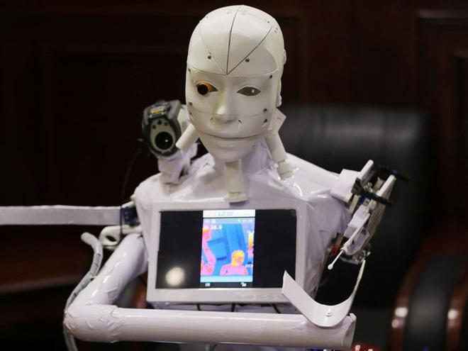 Con robot đầy ám ảnh này đang hỗ trợ các xét nghiệm coronavirus ở Ai Cập - Ảnh 4.