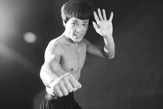 """""""Truyền nhân Lý Tiểu Long"""" gây bất ngờ lớn khi ngông cuồng thách đấu """"Thánh Muay Thái"""" - Ảnh 3."""
