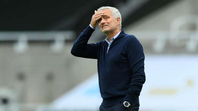 Tottenham đại thắng, HLV Mourinho quay sang châm chọc Man City - Ảnh 1.