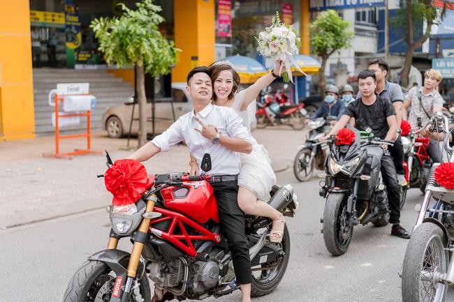Sợ hôn nhân vì lấy chồng như đánh bạc ai ngờ vớ được ông chồng cực dị: Rước dâu bằng Ducati 300 triệu xong xuôi là hết nhiệm vụ, cất vào góc nhà - Ảnh 4.