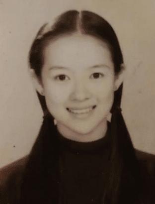 Soi ảnh thẻ thời mới chân ướt chân ráo vào nghề của loạt mỹ nhân Hoa ngữ: Chương Tử Di vẫn vậy, Triệu Lệ Dĩnh lại như cô thôn nữ - Ảnh 1.