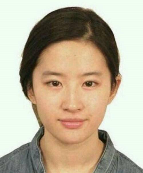 Soi ảnh thẻ thời mới chân ướt chân ráo vào nghề của loạt mỹ nhân Hoa ngữ: Chương Tử Di vẫn vậy, Triệu Lệ Dĩnh lại như cô thôn nữ - Ảnh 15.