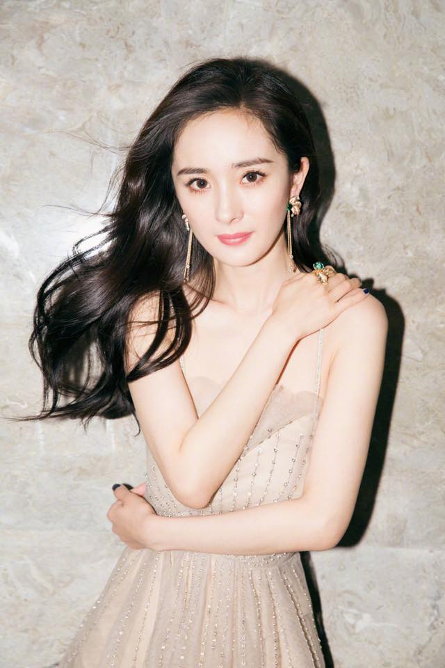 Soi ảnh thẻ thời mới chân ướt chân ráo vào nghề của loạt mỹ nhân Hoa ngữ: Chương Tử Di vẫn vậy, Triệu Lệ Dĩnh lại như cô thôn nữ - Ảnh 18.