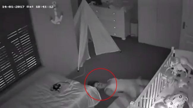 Kiểm tra camera phòng con nhỏ, chồng hốt hoảng phát hiện vợ nằm dưới sàn nhà như phim kinh dị trước khi biết được nguyên do của việc làm ấy - Ảnh 3.