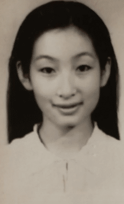 Soi ảnh thẻ thời mới chân ướt chân ráo vào nghề của loạt mỹ nhân Hoa ngữ: Chương Tử Di vẫn vậy, Triệu Lệ Dĩnh lại như cô thôn nữ - Ảnh 3.