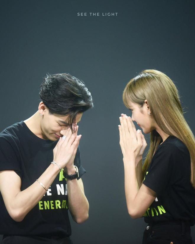 Màn dậy thì thành công của cặp bạn thân idol Thái hot nhất Kpop: Lisa lột xác, Bambam không cần gọi cô bạn là chị nữa rồi - Ảnh 21.