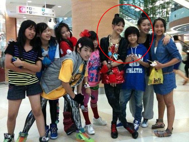Màn dậy thì thành công của cặp bạn thân idol Thái hot nhất Kpop: Lisa lột xác, Bambam không cần gọi cô bạn là chị nữa rồi - Ảnh 7.