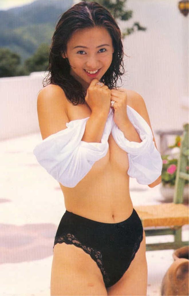 Hoa hậu Châu Á bị bố mẹ từ mặt vì đóng phim nóng, chồng hắt hủi đuổi khỏi nhà giờ ra sao? - Ảnh 4.