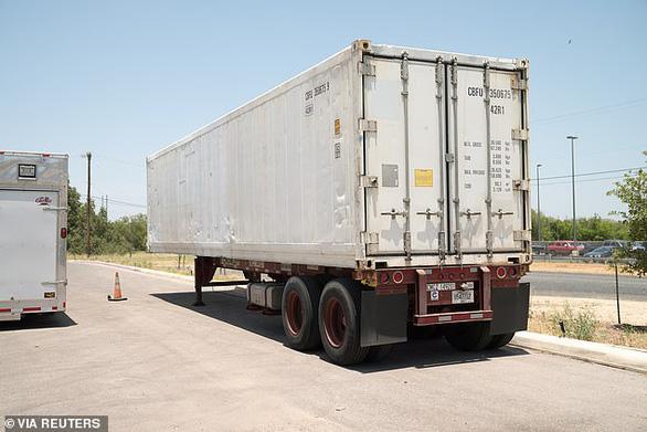 2 bang ở Mỹ lưu thi thể chết vì Covid-19 trong container đông lạnh vì nhà xác hết chỗ chứa - Ảnh 1.