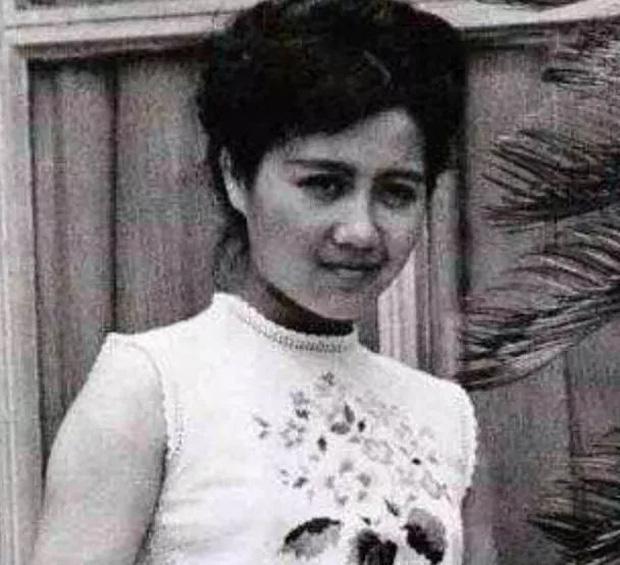 Hành trình đổi đời của vợ Tư Vua sòng bài Macau: Nữ vũ công nghèo khiến Hà Hồng Sân u mê, một bước trở thành phu nhân vạn người kính trọng - Ảnh 1.