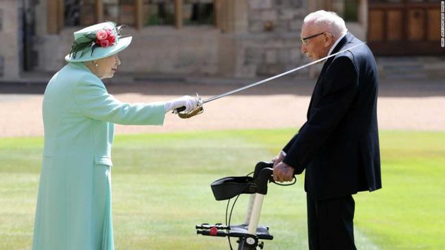 Hành động tinh tế của công chúa nước Anh ngay trong hôn lễ của mình khiến Meghan Markle bị nhắc tên và hẳn phải rất xấu hổ - Ảnh 2.