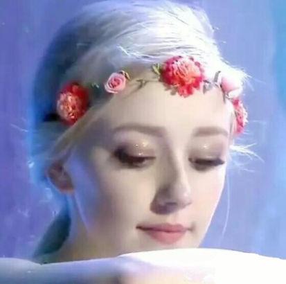 Thiên thần nhí Đan Mạch từng được ví như cô tiên truyện cổ tích sau 6 năm đã thành thiếu nữ, dung mạo khiến dân mạng chia 2 luồng ý kiến - Ảnh 1.