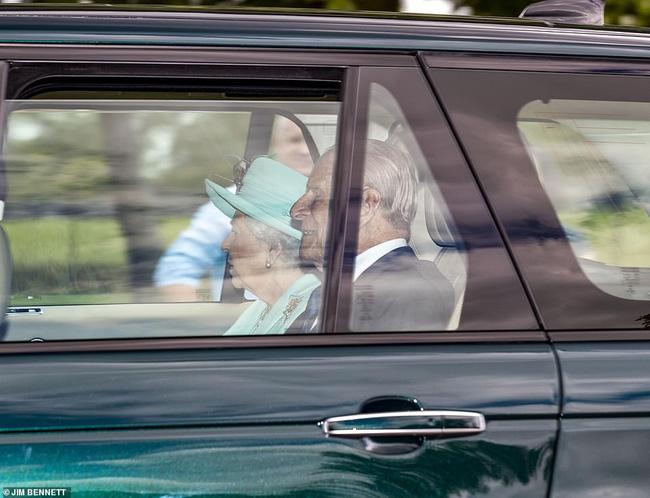 Công chúa nước Anh bất ngờ tổ chức hôn lễ riêng tư với những điều đặc biệt chưa từng có, khác xa so với đám cưới của Meghan Markle - Ảnh 4.